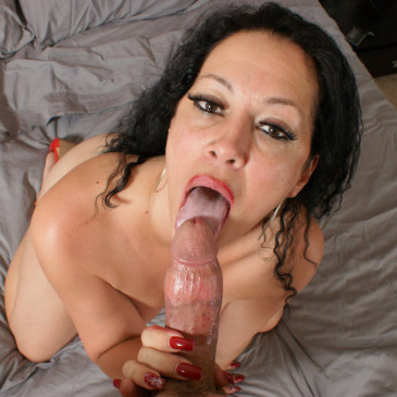 Goth babe sucking off a cock on webcam